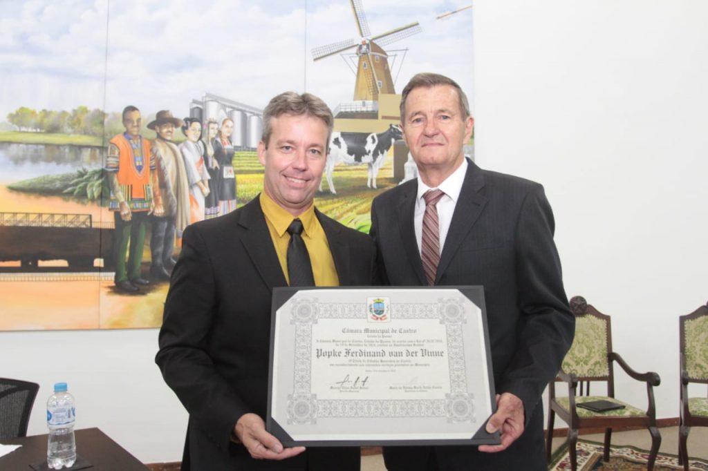 Fredy van der Vinne é homenageado e enaltece Cooperativa