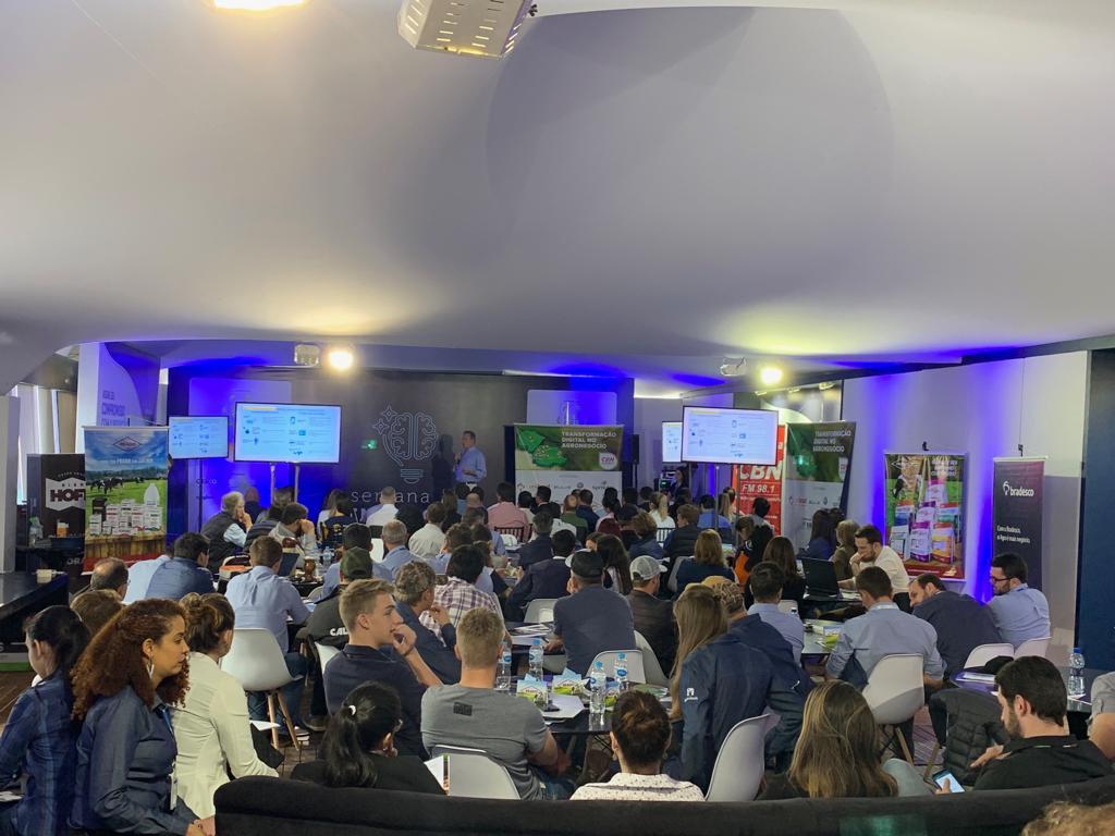 Pavilhão da Inovação atrai público no primeiro dia de Agroleite