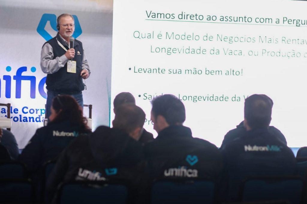 Seminário Internacional aquece segundo dia de Agroleite