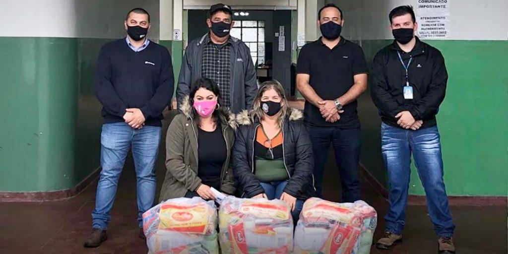 Cooperativa Castrolanda doa 300 cestas básicas para Piraí do Sul