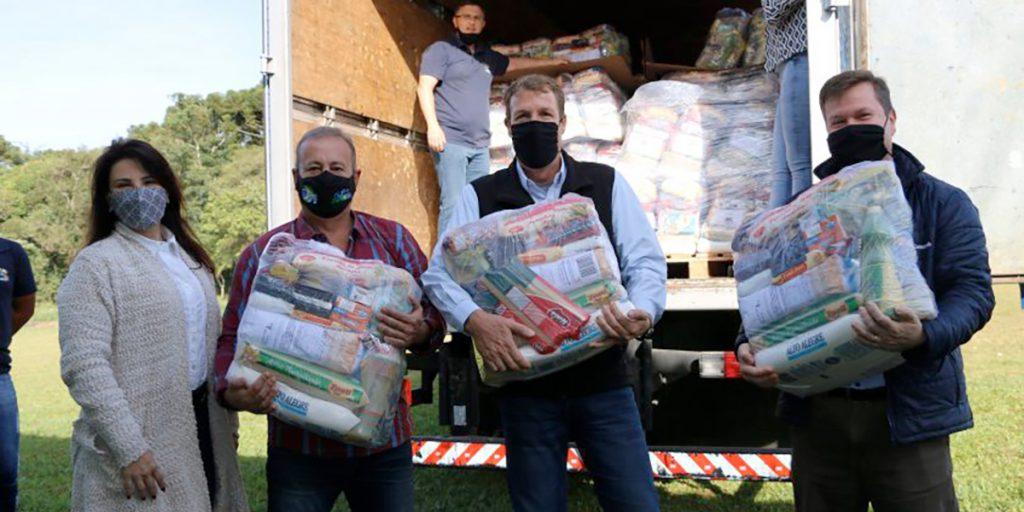 Prefeitura recebe doação de alimentos da Castrolanda