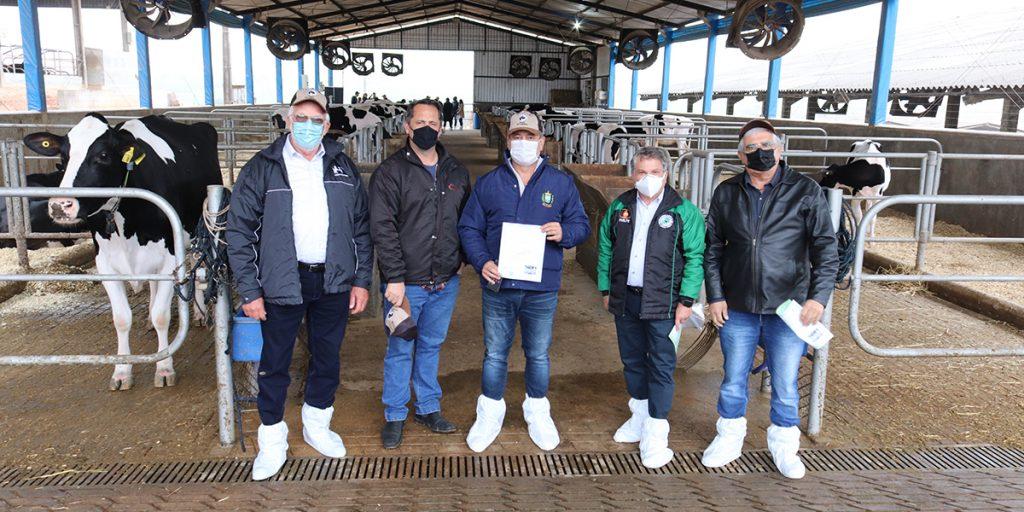 Cooperado Castrolanda é reconhecido com maior produção de leite da América Latina