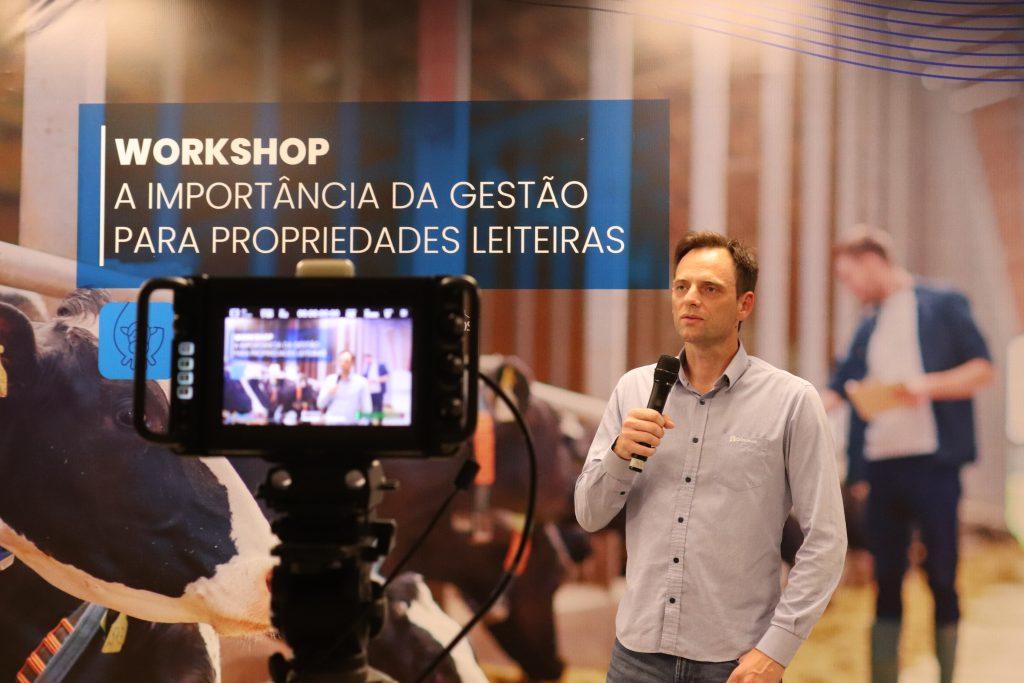 Castrolanda promove workshop sobre gestão de propriedades leiteiras